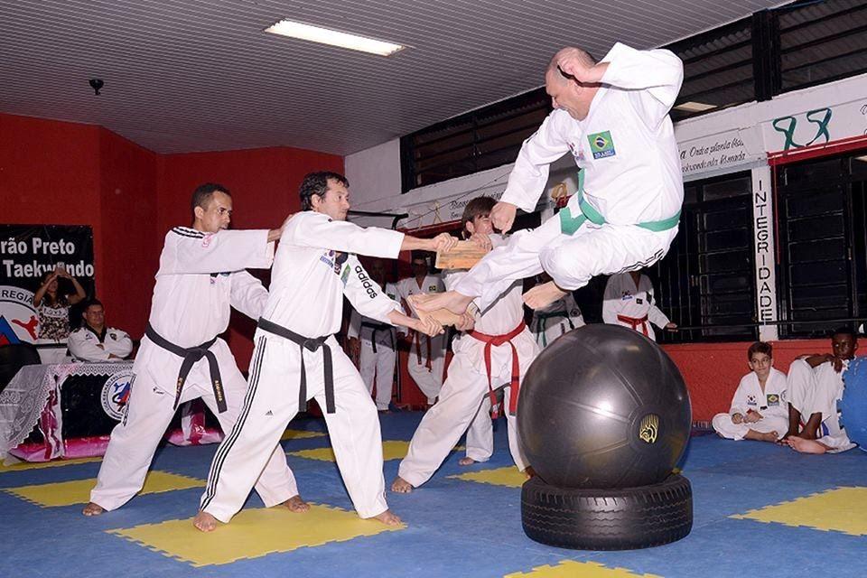 Confira o vídeo com quebramentos Taekwondo