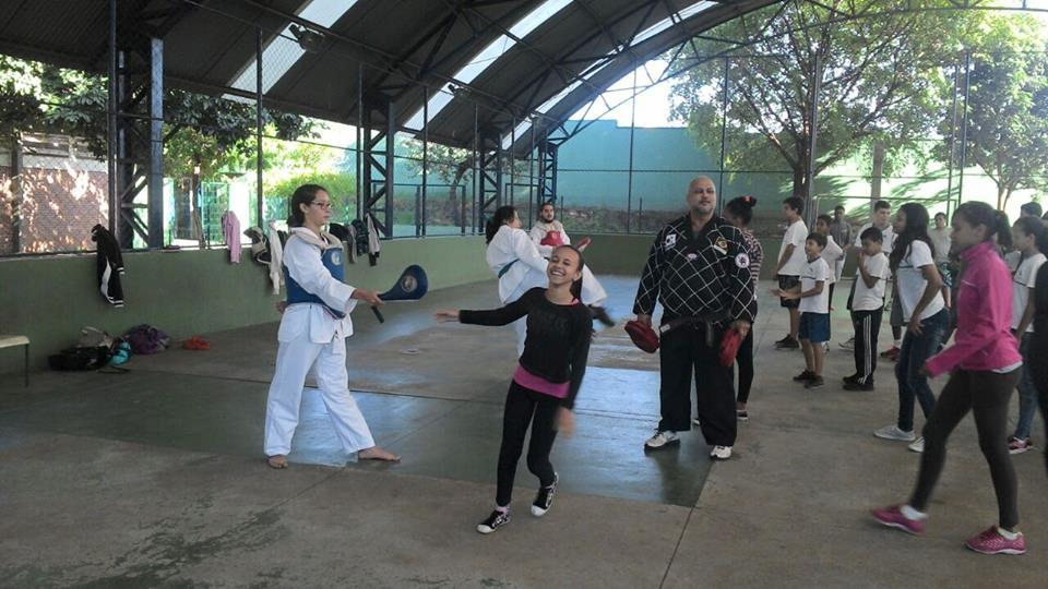Seminário de Taekwondo realizado na Escola EMEF José  Rondini Luiz em Ribeirão Preto